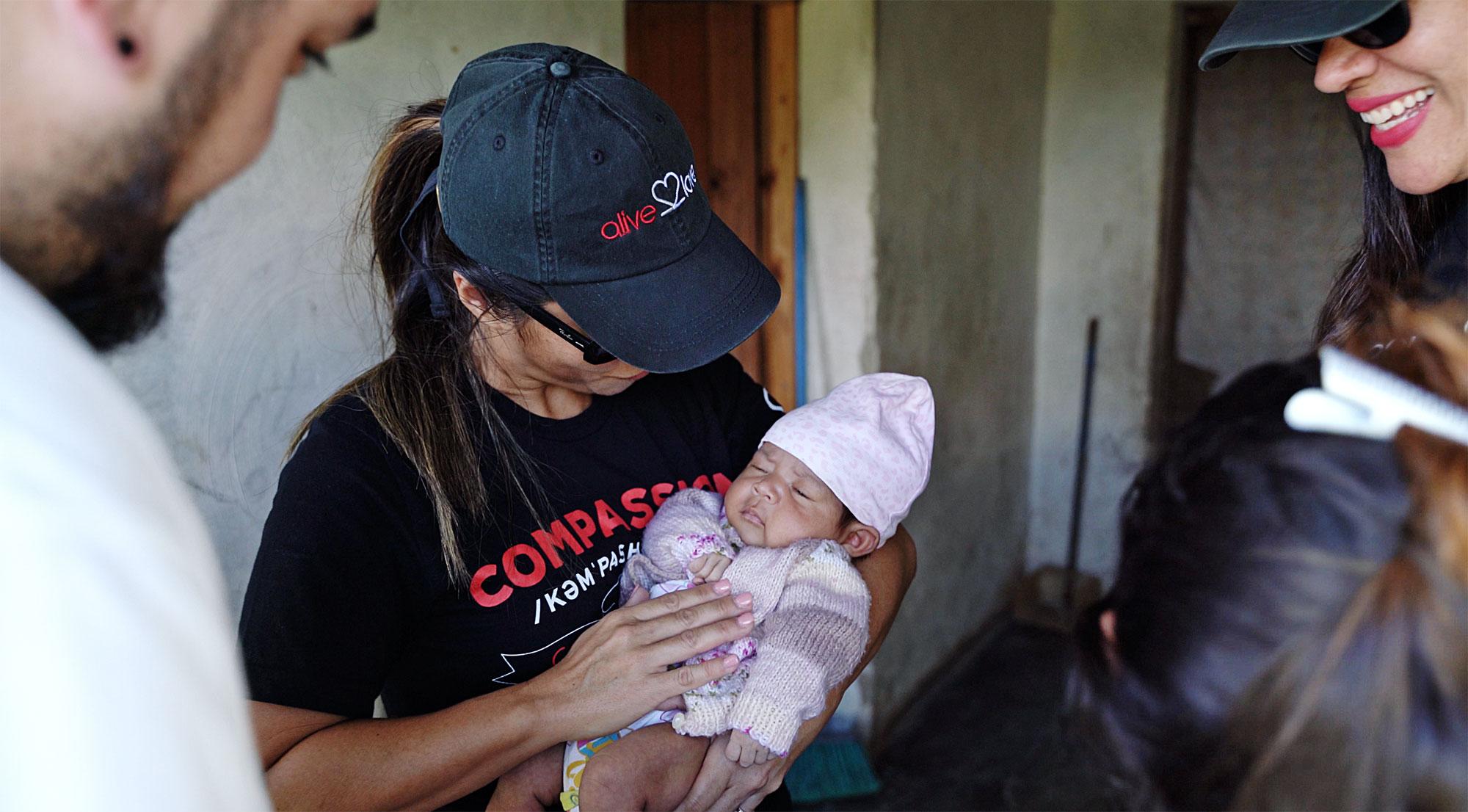 Honduras_Missionairywithbaby
